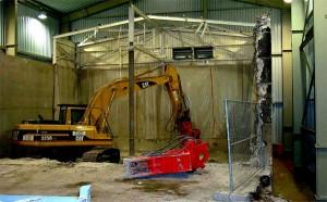 Abbrucharbeiten in der Schutzeinhausung Betonmonolith